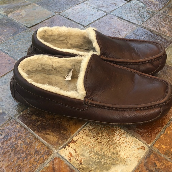 a8e66d6e2f4 Men's Ugg Brown Leather slippers size 9